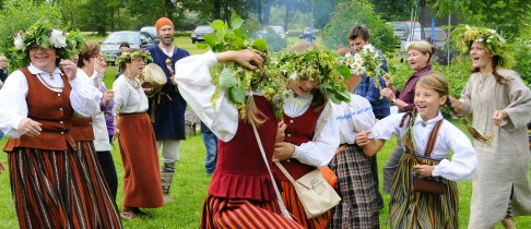 latvian midsummer dancing